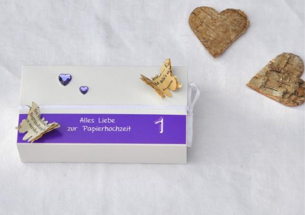 1. Hochzeitstag Papierhochzeit - Geschenkschachtel weiß / lila 2 Herzen
