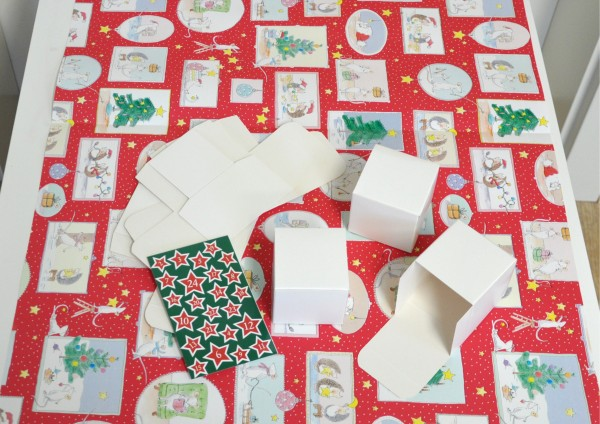 Bastelset Adventskalender - 24 Würfelboxen, 4 Meter Geschenkpapier Vorfreude + Zahlen