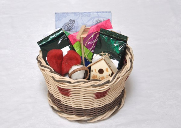 GartenParadies - Handgefertigter Korb mit Tee - Teegeschenk
