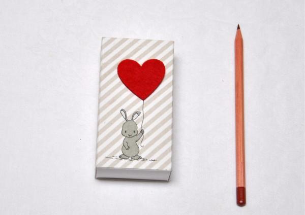 Glückshase mit Herz - Geschenkschachtel