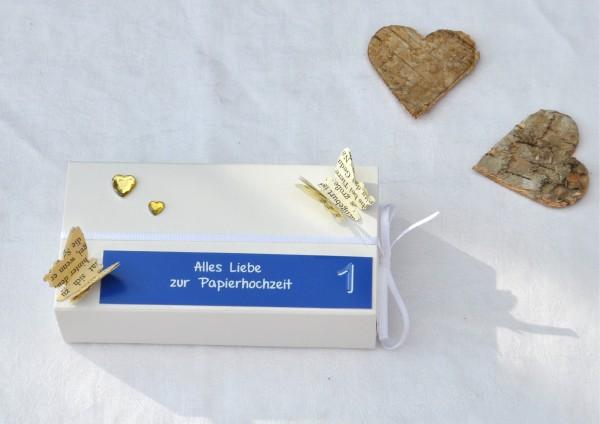 1. Hochzeitstag Papierhochzeit - Geschenkschachtel weiß / dunkelblau 2 Herzen