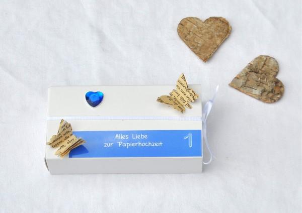 1. Hochzeitstag Papierhochzeit - Geschenkschachtel weiß / hellblau 1 Herz