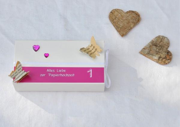 1. Hochzeitstag Papierhochzeit - Geschenkschachtel weiß / pink 2 Herzen