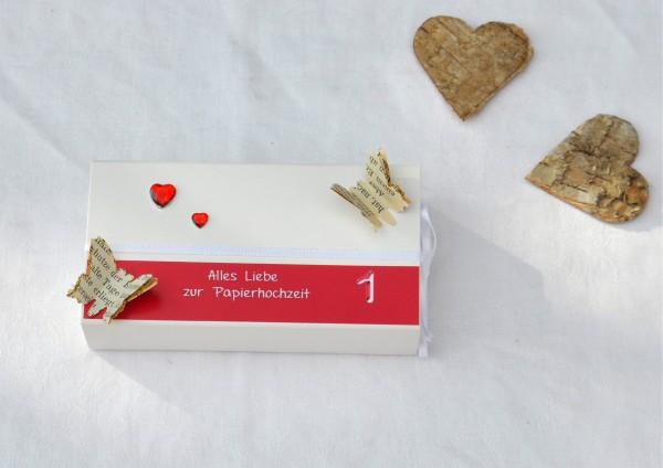 1. Hochzeitstag Papierhochzeit - Geschenkschachtel weiß / rot 2 Herzen