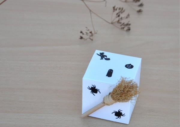 Geschenkschachtel zu Halloween - WEISS Würfel