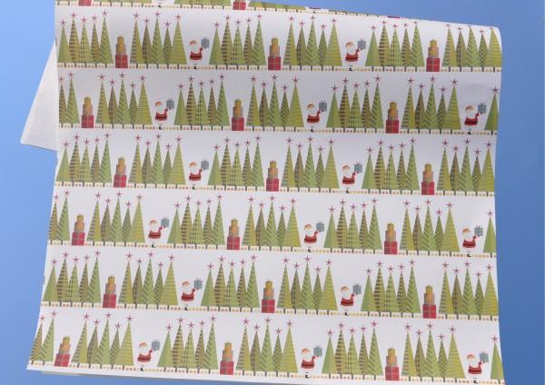 Weihnachtsmann im Tannenwald - Geschenkpapier
