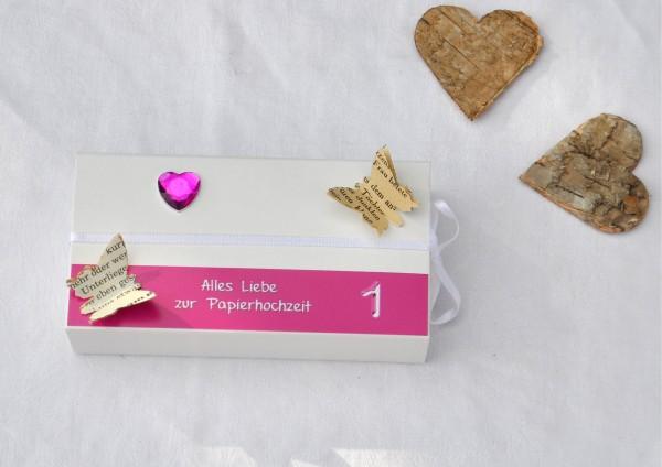 1. Hochzeitstag Papierhochzeit - Geschenkschachtel weiß / pink 1 Herz