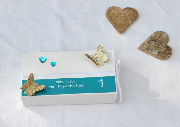 1. Hochzeitstag Papierhochzeit - Geschenkschachtel weiß / türkis 2 Herzen
