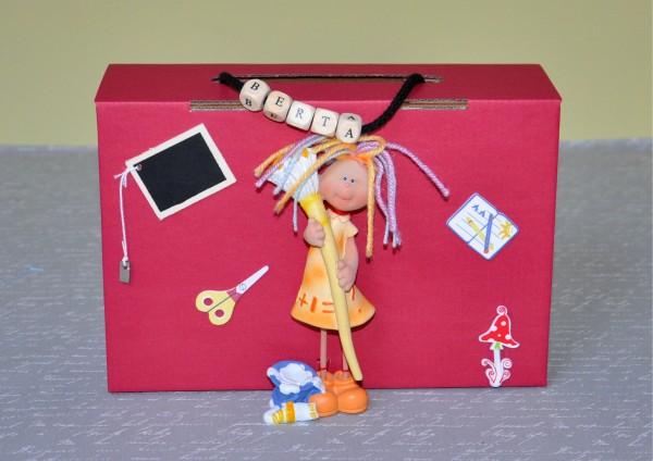 Befüllter Koffer mit Namen - für Mädchen - Schulanfang